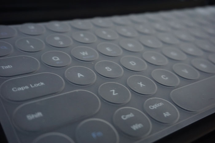 Jelly Comb Keyboard with cover for protection